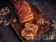 Бабка - полски великденски сладкиш с орехи